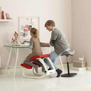 siege-ergonomique-assis-genoux